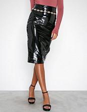 NLY One Svart Patent Midi Skirt