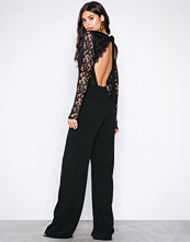 NLY Trend Svart Sheer Lace Jumpsuit