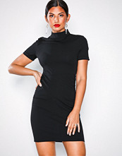 Jacqueline de Yong Svart Jdylauren S/S Highneck Dress Jrs