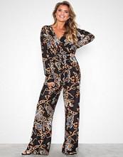NLY Trend Mønstret Print Tie Waist Jumpsuit