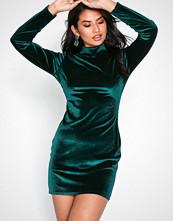 NLY Trend Grønn Velvet Polo Dress