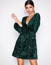 NLY Trend Mørk grønn Perfect Velvet Sequins Dress