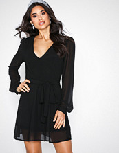 Glamorous Black V-Neck Long Sleeve Dress