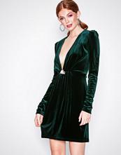 NLY Trend Mørk grønn Decorated Velvet Dress