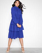 Aéryne Elton Solid Dress