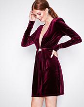 NLY Trend Burgundy Decorated Velvet Dress