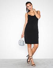 NLY Trend Svart Strappy Waterfall Dress
