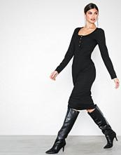 NLY Trend Svart Rib Button Midi Dress