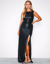 NLY Eve Svart Shiny Deep Back Gown