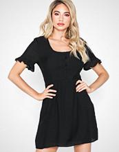 Glamorous Short Sleeve Midi Dress