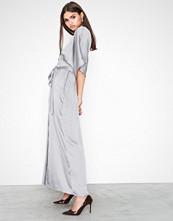Glamorous Short Sleeve Maxi Dress