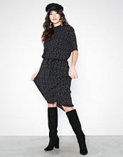 Jacqueline de Yong Jdypiper 2/4 Highneck Dress Wvn Exp