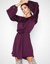 Jacqueline de Yong Jdygry L/S Dress Wvn Mørk lilla