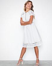 NLY Eve Trim Short Sleeve Dress