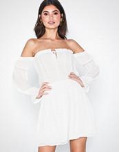 NLY Trend Soft Off Shoulder Dress
