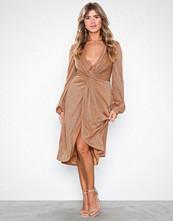 NLY Eve Twisted Shiny Dress
