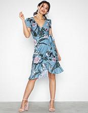 Little Mistress Short Sleeve Midi Flower Dress
