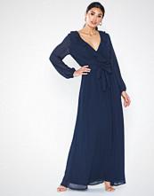 Sisters Point Sofia Dress