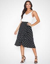 Ax Paris V Neck Sleeveless Dress