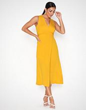 Closet Belted Sleeveless Dress