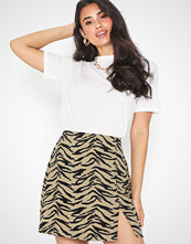 NLY Trend Short Slit Skirt