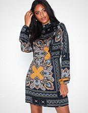 Ax Paris Embellished Long Sleeve Dress