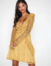 NLY Eve Lace Flounce LS Dress