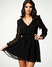 NLY Trend Svart Wrapped Dress