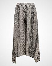 Cream Bellflower Skirt