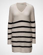 Maison Scotch Home Alone Oversized V-Neck Hairy Striped Knit