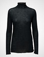 Stig P Naya Long Sleeve High Neck T-Shirt