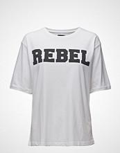 Line Of Oslo Boy Rebel