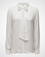 Second Female Rosetta Shirt Off