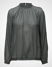 Second Female Story Blouse
