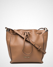 Calvin Klein K3yla Bucket Bag 001