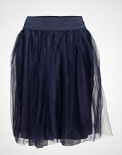 Line Of Oslo Tulle