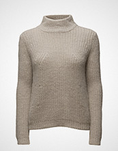Second Female Lynn Knit T-Neck
