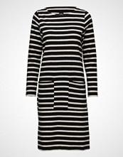 Nanso Ladies Dress, Kemut