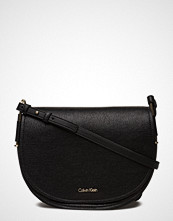 Calvin Klein Arch Large Saddle Ba