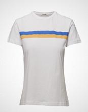 nué notes Christa T-Shirt