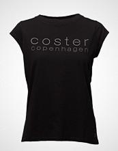 Coster Copenhagen T-Shirt W. Coster Logo T-shirts & Tops Short-sleeved Svart COSTER COPENHAGEN