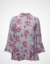 by Ti Mo Flounce Tie Blouse