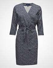 Gant O1. Drapy Twill Dress