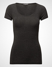 mbyM Siliana T-shirts & Tops Short-sleeved Svart MBYM
