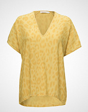 Rabens Saloner Bright Leopard Blouse T-shirts & Tops Short-sleeved Gul RABENS SAL R