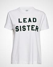 Zoe Karssen Lead Sister