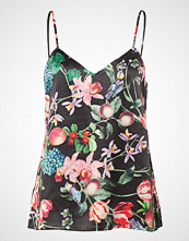 By Malina Eloise Top