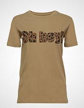 Raiine Eldon T-Shirt T-shirts & Tops Short-sleeved Beige RAIINE