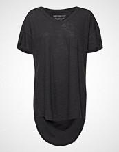 Moshi Moshi Mind Dreamy T-Shirt T-shirts & Tops Short-sleeved Svart MOSHI MOSHI MIND