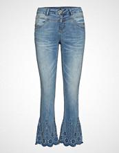 Cream Blanka Jeans- Shape Fit